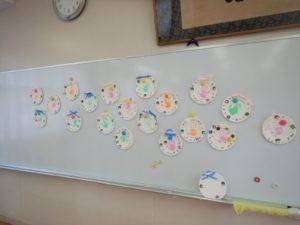 画像:11月8日(金)ミニひよこクラス 手形スタンプでクリスマス飾り